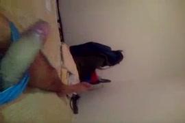 سيكس رجل يرضع زبو ويبول