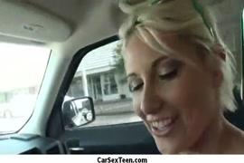 اللعنة بحق فتاة في السيارة